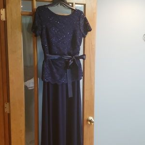 Beautiful navy blue bridesmaid/prom dress